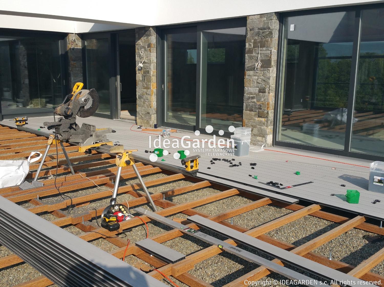 Wspaniały Konstrukcja tarasu z kompozytu na ziemi i betonie | IdeaGarden.pl XR73